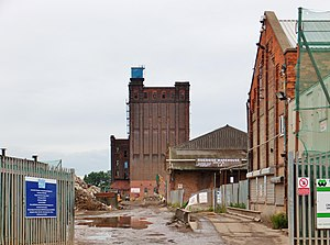 Wilmington, Kingston upon Hull - British Extracting Co. silo from Foster Street (2013)