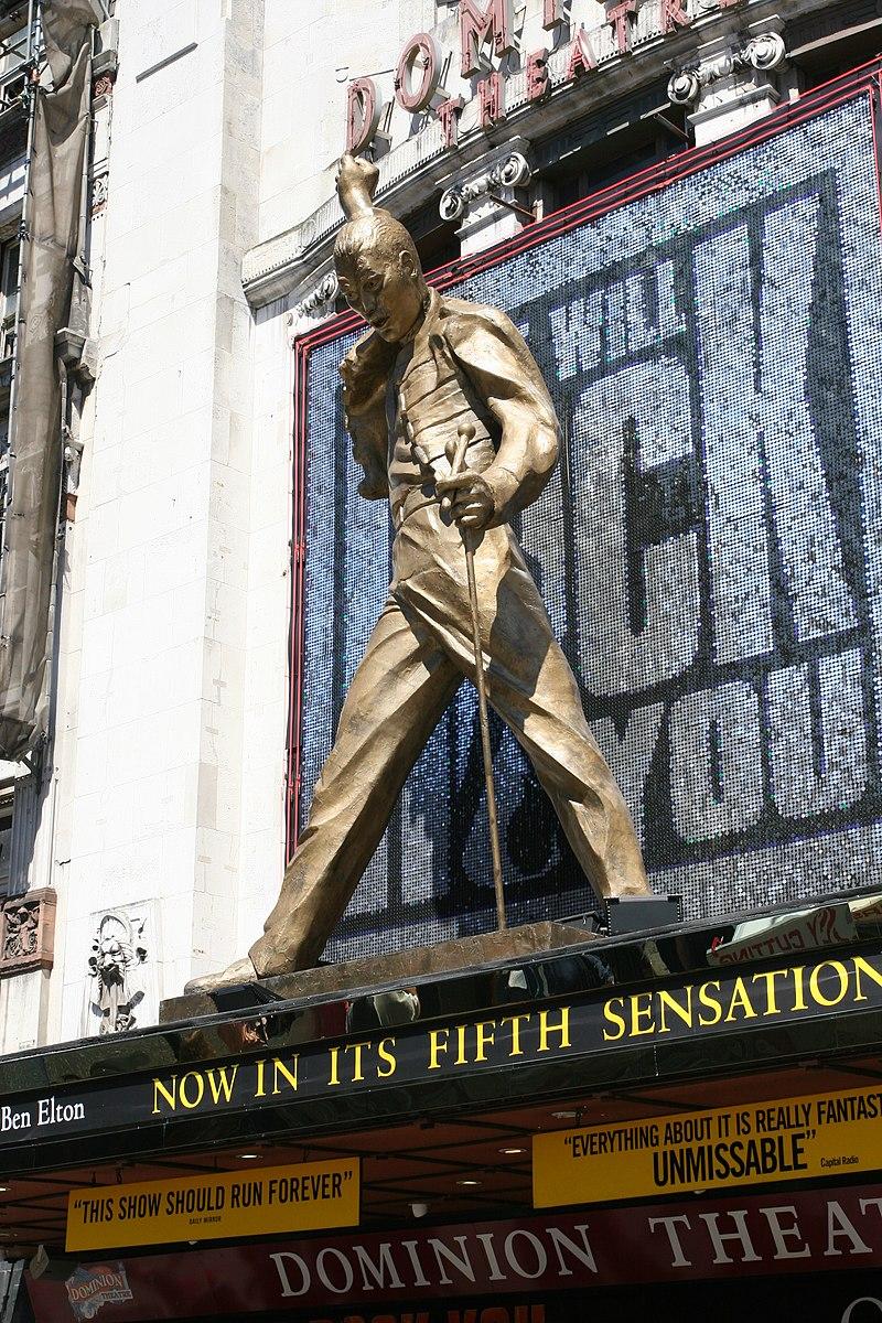 Freddie Mercury (159442459).jpg