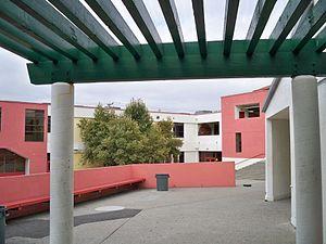 Fremont High School (Oakland, California) - Fremont High School's courtyard