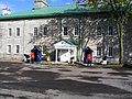 Gardes de cérémonie à la Citadelle de Québec (2076449173).jpg