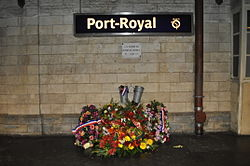 Gare de Port-Royal, plaque fleurie attentat 1996.JPG