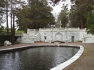 Georgian Court University - Image: Georgian Court University Sunken Garden and Lagoon