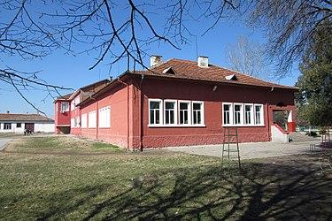 Школа в Главинице.JPG