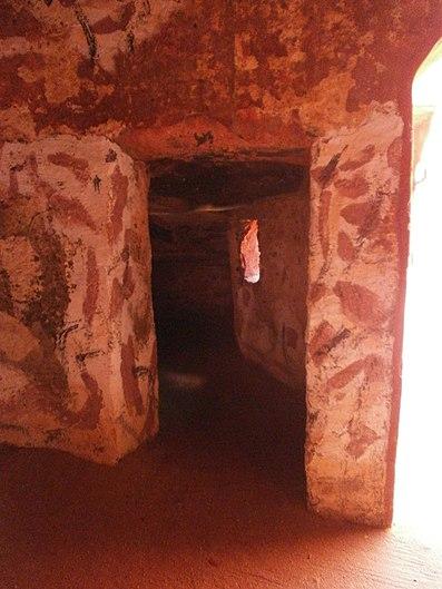Gorée - Maison des esclaves, cachot.JPG