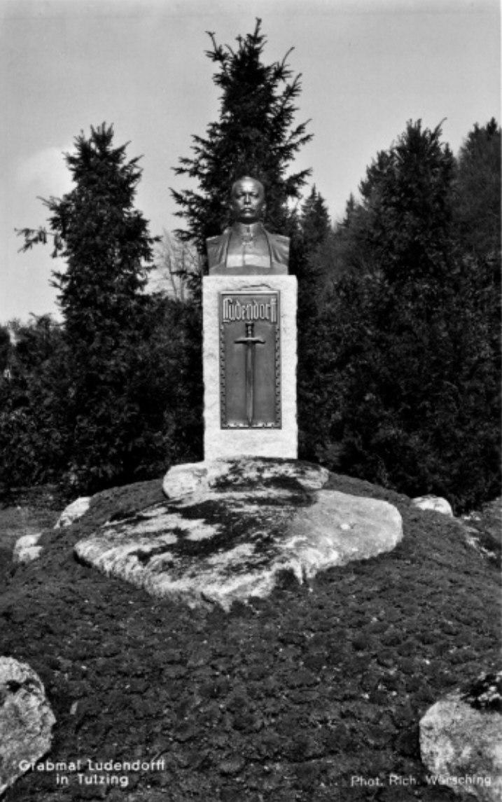 Grabmal Ludendorff 1937