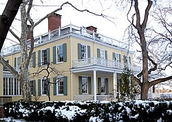 Gracie Mansion snow jeh.jpg