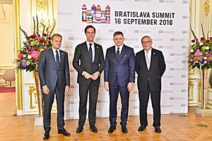 Robert Fico - Robert Fico standing with Donald Tusk, Mark Rutte and Jean-Claude Juncker, 2016