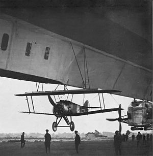 Composite aircraft - Sopwith 2F.1 Camel suspended under airship R23