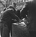 Het verzetsmonument genaamd Ongebroken Verzet, wordt aan de Westersingel te Rott, Bestanddeelnr 917-7061.jpg