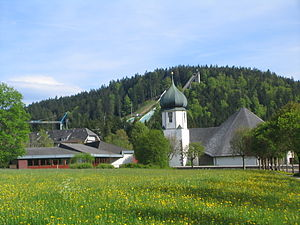 Hinterzarten - Hinterzarten: view of the church and Adler Ski Jump