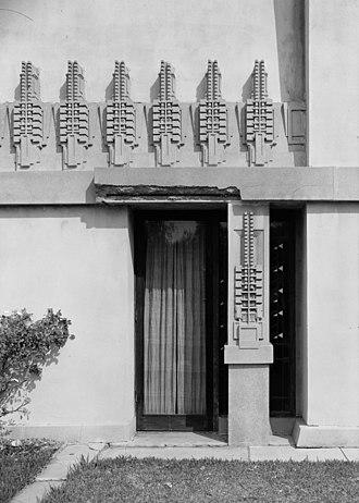 Hollyhock House - Southwest terrace detail