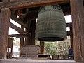 Huge bell, Todaiji Belfry - panoramio.jpg
