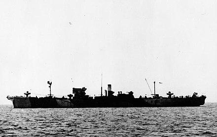 La posatubi HMS Sancroft posa un tratto dell'oleodotto PLUTO tra Dungeness e Boulogne
