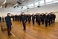 In-doorn-kregen-de-militairen-hun-eerbewijs-uit-handen-generaal-majoor-der-mariniers-ton-van-ede 02.jpg