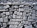 Inis Mor - Dun Aengus - Maçonnerie de pierres sèches.JPG