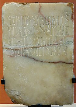 Inscribed stele Qataban Louvre AO21124.jpg
