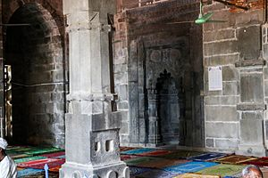 Inside Kusumba Mosque (05)