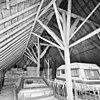 interieur, overzicht stal met gebintconstructie - 20000568 - rce