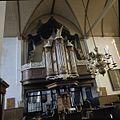 Interieur, preekstoel met dooptuin, koperen doopbogen, orgel met orgelbalcon - Breukelen - 20372447 - RCE.jpg