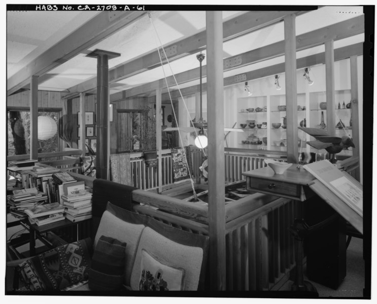 File:Interior 2nd level gallery detail view, facing southwest. - Sam and Alfreda Maloof Compound, Main Residence and Workshop, 9553 Highland Avenue, Rancho Cucamonga, San Bernardino HABS CAL,36-RANCU,3A-61.tif
