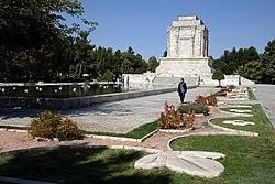 Irnh157-Przy Mausoleum Ferdousiego.jpg