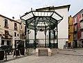 Isernia, piazza celestino V, gazebo 01.jpg