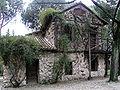 Jardin El Capricho Casa de la Vieja.jpg