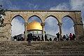 Jerusalem-Felsendom-40-durch Bogen-2010-gje.jpg