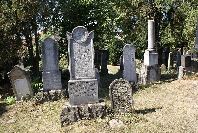 File:Jewish cemetery in Bzenec 14.JPG