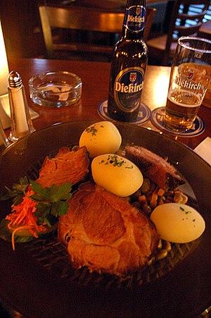 Luxembourg cuisine - Image: Judd Mat Gaardebounen Beer