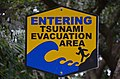Kalani entrance, entering tsunami evacuation area (a0004909) - panoramio.jpg