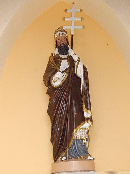 """Der Heilige in der Kapelle """"Neihaisses"""" ist der Hl Cornelius. Die Statue stammt vom alten Hochaltar aus der Pfarrkirche Leudelingen vor deren Renovierung 1982."""