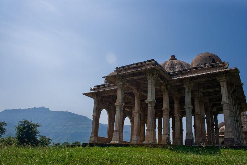 File:Kevda Masjid Cenotaph.jpg