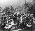 Kollawi, Central-Celebes. Infödingsdans, s.k. moraego vid pasanggahan. Kollawi. Efter foto av W - SMVK - 660D.tif