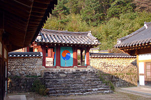 Korean shamanism - The Isanmyo, a Sinist shrine built in 1925 to worship the four holy kings Dangun, Taejo, Sejong and Gojong. It is one of the few surviving shamanic temples in Korea.