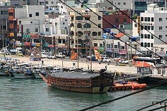Tongyeong - Image: Korea Tongyeong Port Turtle ship replica 01