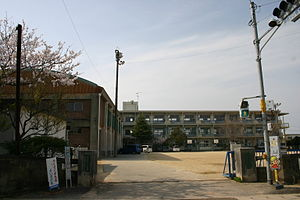 The Komatsushima child cheap elementary school front gate