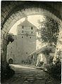 Kuressaare linnus, vaade väravakäigust Kaitsetornile, smf 3761 372.jpg