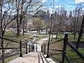 L'escalier de la rue Peel qui mène au Chalet sur la Montagne - panoramio.jpg