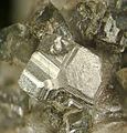 Löllingite-276378.jpg