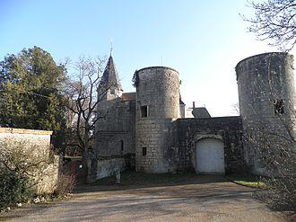 Château de Germolles - Image: Le châtelet et la tourelle nord est vus de la basse.cour