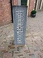 Leiden - Stenen lessenaar bij Academiegebouw.jpg
