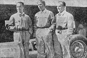 1938 Italian Grand Prix - Image: Les coureurs allemands Mercedes Benz Rudolf Caracciola, Manfred von Brautschisch et Hermann Lang, en 1ère ligne en 1938 à Monza