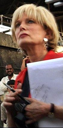 Lesley Stahl Sadr City.jpg