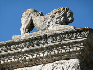 Pont Flavien - One of the stone lions on top of the Pont Flavien's arches