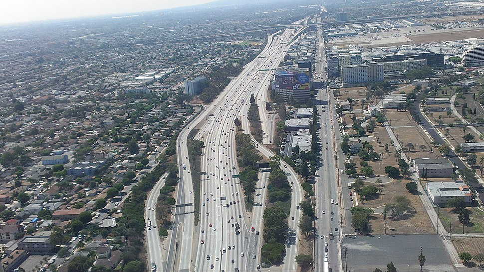 Los-Angeles-Airport-405-Freeway-Aerial-view-from-north-August-2014