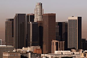 English: The skyline of downtown Los Angeles o...