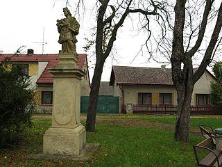 Horní socha svatého Jana Nepomuckého