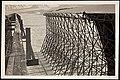 Luftskiphallen i Ny-Ålesund trekkes med duk, 1926 (8887042259).jpg