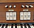 München-Harlaching, Klinikum Schuster-Orgel (Spieltisch) (5).jpg